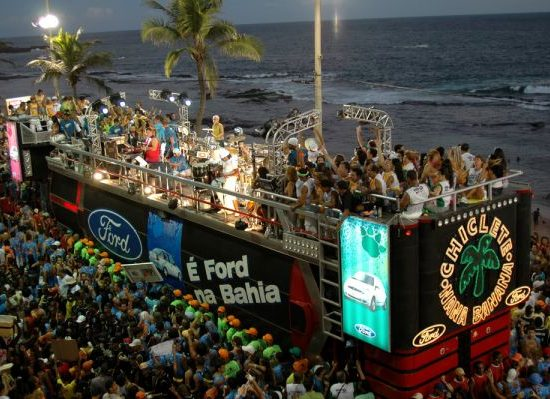 Trio-elétrico-do-Carnaval-2020-em-Salvador-600x399